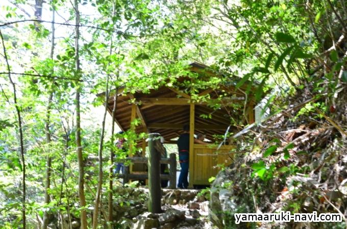 千尋滝の東屋