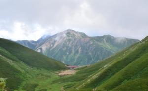 双六小屋と鷲羽岳