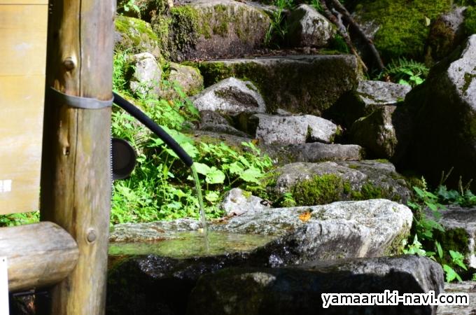 笠新道登山口の水場