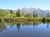 鏡池に写る槍ヶ岳
