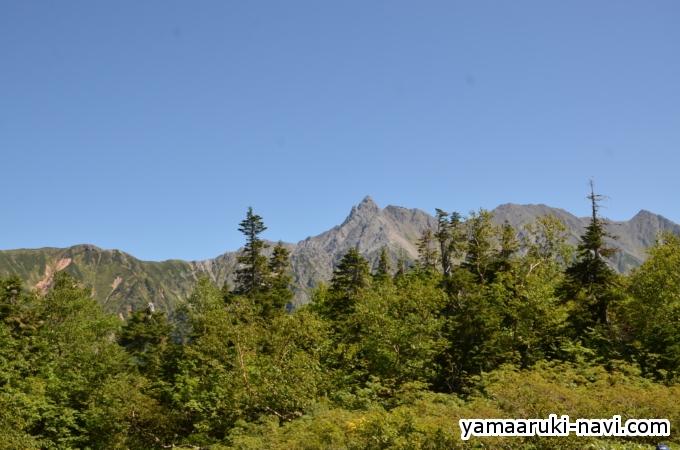 鏡平山荘からは、綺麗に槍ヶ岳が見えました。