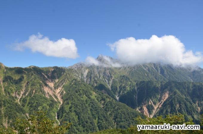 槍ヶ岳が雲に隠れてしまいます。