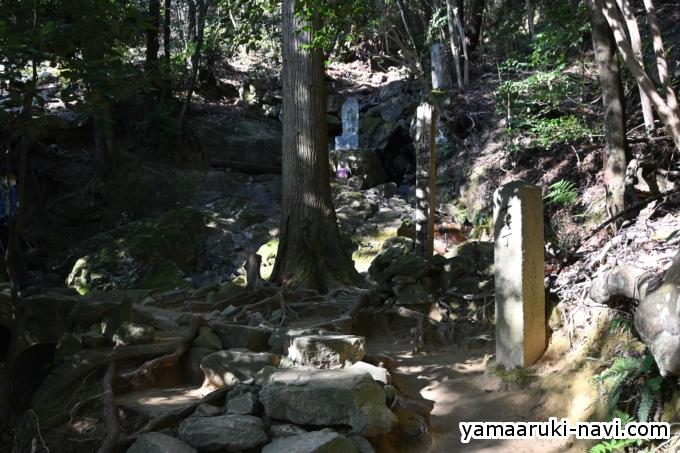 中山寺 十七丁石