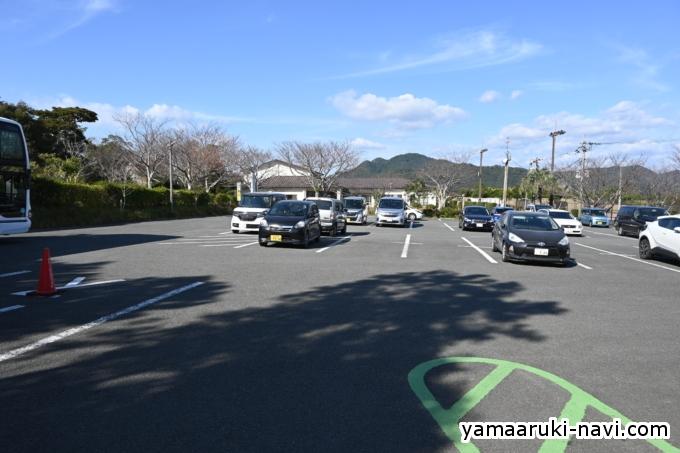 かいもん山麓ふれあい公園の駐車場